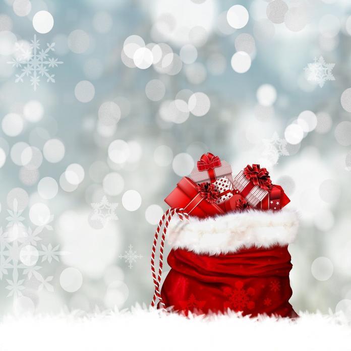 Geschenke in einem roten Sack